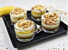 ricette con crema pasticcera liquida ricetta coppette con crema pasticcera crema chantilly e banane fresc nel 2020 ricette idee