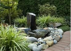 Wasserspiel Stein Garten - brunnen und wasserspiele im garten selber bauen 70 bilder