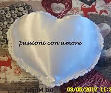cuscino cuore uncinetto passioni con cuscino portafedi a forma di cuore all