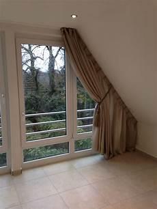 Gardinen Für Schräge Fenster - wir bekommen auch an ihre dachschr 228 ge einen vorhang dran