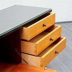 kommode mit glasplatte zweifarbige ahorn kommode mit glasplatte 1950er bei