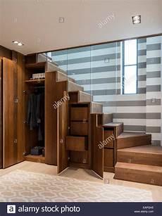 Treppe Mit Schrank - kirschbaum treppe mit eingebauten schrank lagerung