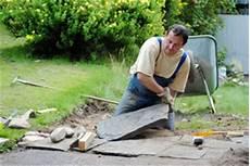 terrassenplatten direkt auf erde verlegen anleitung zum verlegen terrassenplatten
