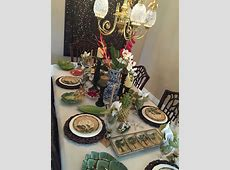 British colonial. Tropical table. Palm tree plates. Blue