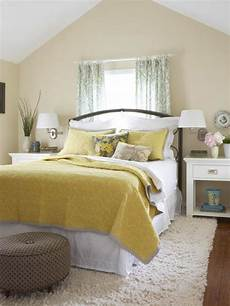 Yellow And Grey Wallpaper Bedroom Ideas by Decorating Ideas For Yellow Bedrooms