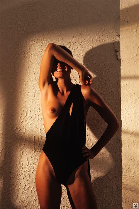 Ana Nude