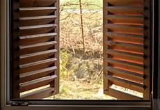 persiane legno persiane in legno come pulirle nel migliore dei modi