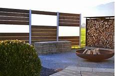 terrassenüberdachung reihenhaus abstand sichtschutzsystem aluminium gals und holz thermoholz