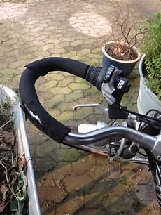 fahrradgriffe bei sport lenker siehe foto erneuern