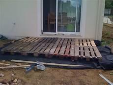 construire une terrasse en palette kinderzimmers poser une terrasse en bois sur pelouse