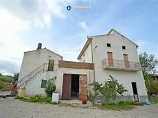 comune di terrazzo casa con grande terrazzo e terreno in vendita in abruzzo