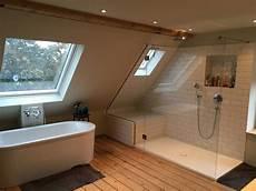 bad im schlafzimmer hauptbad im offenen dachgeschoss schlafzimmer tim