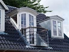 dachfenster mit balkon austritt windows roof design modern classical design vertical