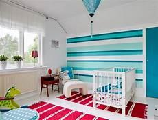 streifen in blaut 246 nen im babyzimmer kinderzimmer