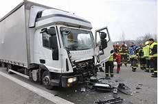 Vollsperrung Der A61 Nach Lkw Unfall Aufgehoben