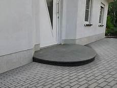 podest hauseingang granit treppe aussen haus eingang podest naturstein granit beton