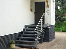 Treppe Aussen Haus Eingang Podest Naturstein Granit Beton