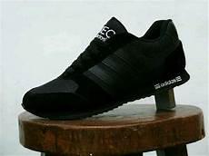 Jual Sepatu Sekolah Adidas Hitam Polos Cowok Cewek Di