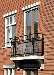 französischer balkon modern der franz 246 sischer balkon passt zum modernen exterieur