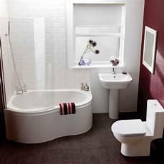 kleine badewannen mit dusche kleines bad fenster wanne dusche kombination glas