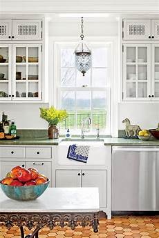 Kitchen Cabinet Knobs Trends 2015 by Bin Pulls And Cabinet Latches Are Trending For Kitchens