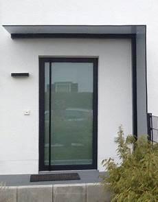 vordach und windschutz aus glas gekonnt kombiniert das