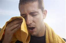 schwitzen bei kleinster anstrengung herz schwei 223 ausbr 252 che wie viel schwitzen ist normal