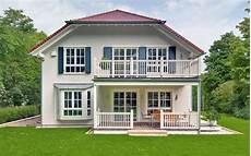 Häuser Mit Fensterläden Bilder - wei 223 e sprossenfenster der landhaus villa baufritz
