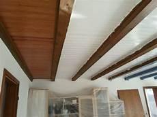 Hier Lackieren Wir Gerade Eine Alte Holzdecke Die Balken