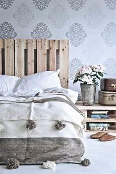 stencil testiera letto 1001 mod 232 les pour une t 234 te de lit en palette de bois diy