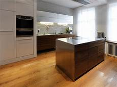 moderne küchen ideen moderne k 252 che mit k 252 cheninsel ideen top