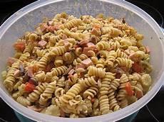 nudelsalat mit mayo nudelsalat ohne mayo und sahne rezepte chefkoch de
