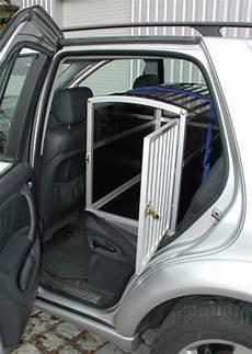 hundetransport auto rückbank deutsche boxerh 252 ndin transportieren im auto hund
