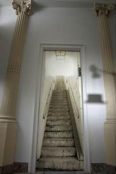 papier trompe l oeil papier peint trompe l oeil escalier metro blanc gris