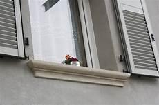 davanzali per finestre davanzali in marmo verdello bocciardato lagorai pietre