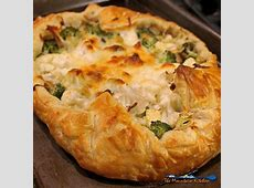 easy cheddar spinach and  mushroom pie with puff pastry crust_image