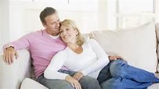 romantisches date zu hause ein erf 252 lltes liebesleben ist auch f 252 r herzpatienten