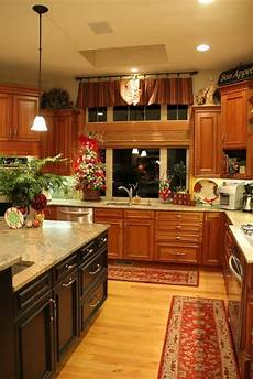 Decorating Ideas Cherry Cabinets by 40 Best Cherry Cabinets Images On Kitchen