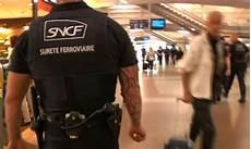 de sureté sncf salaire policiers municipaux et agents de s 233 curit 233 sncf et ratp