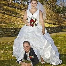 20 Of The Weirdest Funniest Wedding Photos Taken