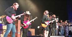 tedeschi trucks band members tedeschi trucks band welcomes king band members to chattanooga show photos