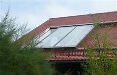 dachfenster mit balkon austritt unser gro 223 fl 228 chiges dachfenster beim 214 ffnungsvorgang bei
