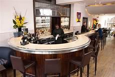 comptoir de bar professionnel les comptoirs de bar un mobilier design par pyrolave