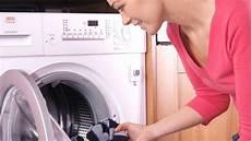 wie reinige ich meine waschmaschine waschmaschine riecht das hilft gegen l 228 stigen geruch aus