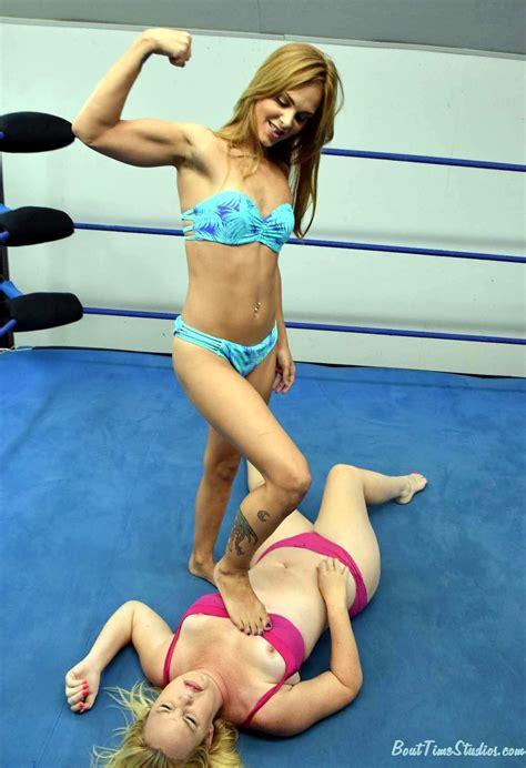 Hot Girls Naked Oil Wrestling