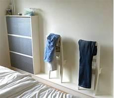 ikea valet de chambre des chaises suspendues et pratiques aux petites
