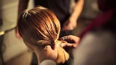 Comment Faire Un Chignon Sur Cheveux Courts