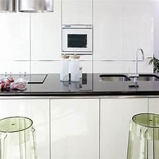 cuisine blanc et noir 85055 quel plan de travail choisir pour une cuisine blanche but