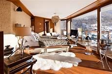 inneneinrichtung wohnzimmer holz grand designs chalet style slope side stylist