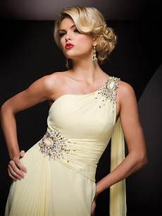 prom hairstyles for one shoulder dresses